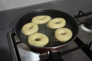 freir donuts